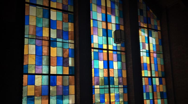 stained_glass_in_sanctuary_1